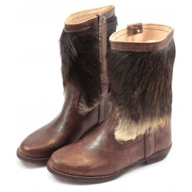 Fur boots in brown leather
