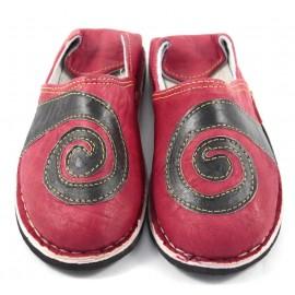 Babouche spirale en cuir rouge et noir