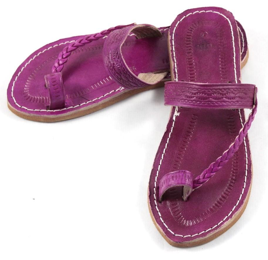 c7d36c505fb89 Moroccan flip-flops in fushia leather
