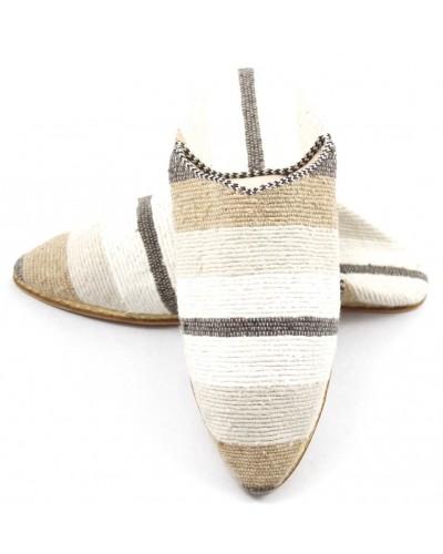 Babucha de tapiz Kilim a rayas color marrón y blanco para dama