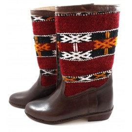 Botas de cuero y tapiz bereber Kilim de color rojo