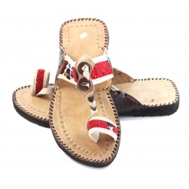 Moroccan thongs made of natural leather and kilim