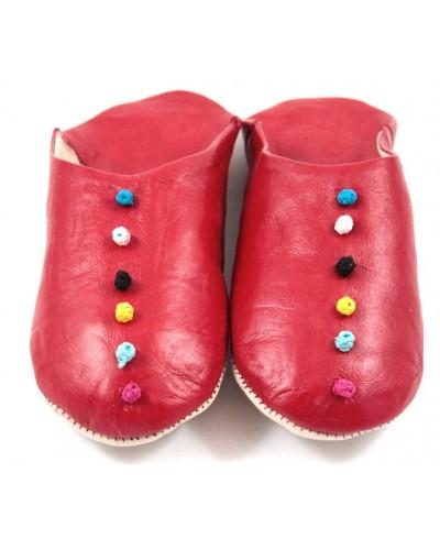 Babouches aus rotem Leder mit Bommeln