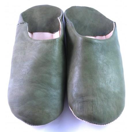 Babucha marroquí de cuero suave color kaki