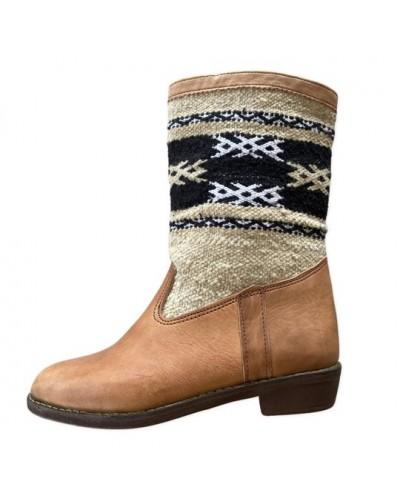 Botas de cuero y tapiz bereber Kilim beige